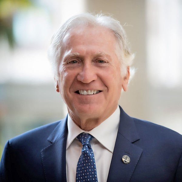 Morton Minc was named Officer of the Order of Montreal by Mayor Valérie Plante, for having contributed in a remarkable way to the city's development and reputation.